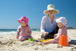 mom_beach_12525810_250_166