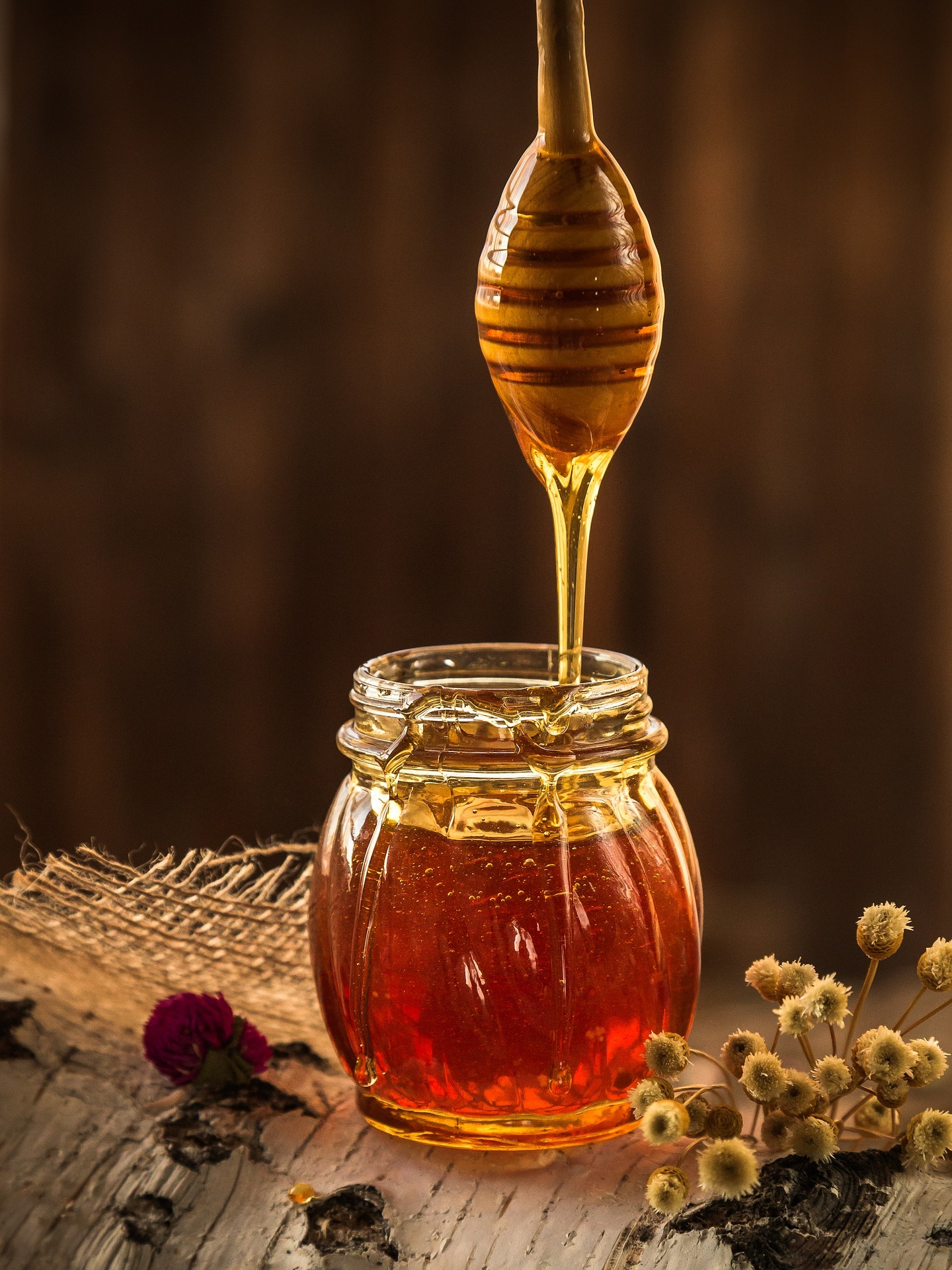 picture of natural honey in jar