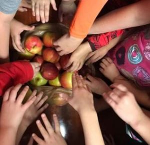 children grabbing apples