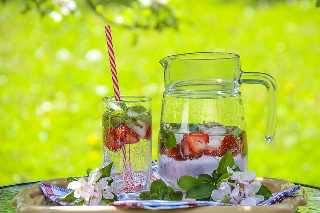This image has an empty alt attribute; its file name is strawberry-drink-1412232_640.jpg